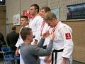Tim ontvangt medaille van Dirk Van Tichelt